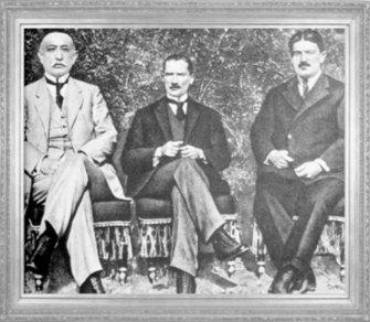Mustafa Kemal, Heyet-i Temsiliye'ye birlikte seçildiği arkadaşlarından Bekir Sami Kunduh ve Rauf Orbay ile birlikte Sivas'ta (1919)