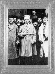 Mustafa Kemal, Sivas'ta, Heyet-i Temsiliye üyeleri ile (1919)