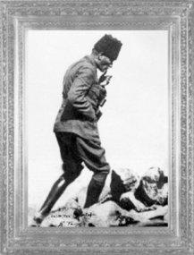 aşkomutan Gazi Mustafa Kemal, Büyük Taarruz sabahı Afyon Kocatepe'de (1922)