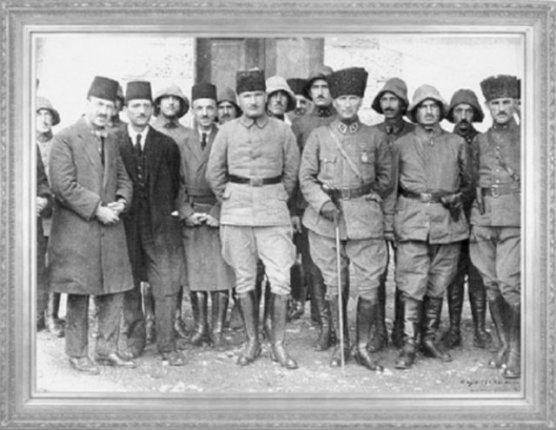 Gazi Mustafa Kemal Paşa Karaçay'da, İstanbullu gazetecilerle (1922)