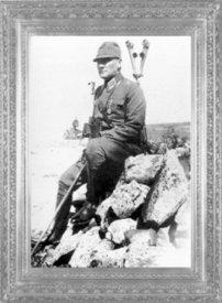 Gazi Mustafa Kemal Paşa, askeri ünformasıyla I nci Ordu manevraların-da (1926)